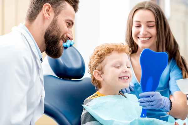 W jakim celu stomatolog zatruwa zęba?